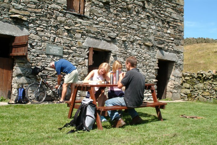 barn-dining-in-garden